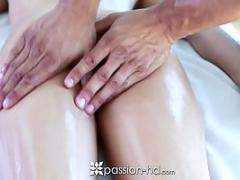 Kacy Lane se fait piner sur la table de massage