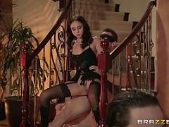 Ariana Marie se fait limer dans les escaliers