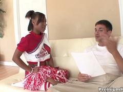 Etudiante black baisée par son prof à domicile